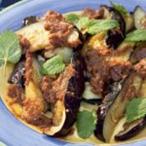 Пряные жареные баклажаны с чесночным соусом