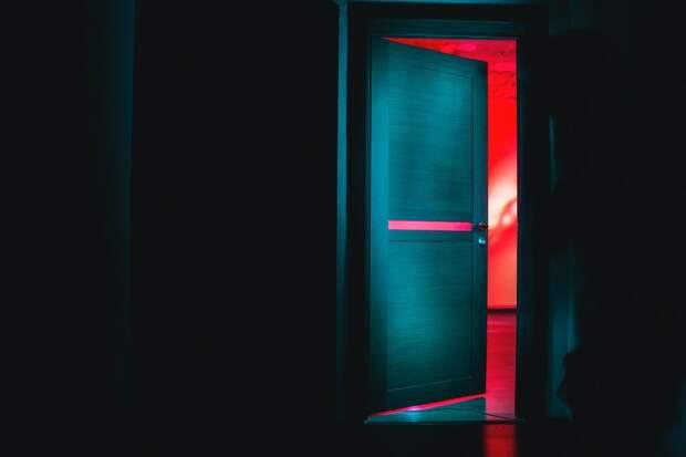 Захлопнувшуюся дверь в доме на Клинской открыли пожарные