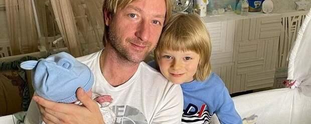 Евгений Плющенко показал лицо младшего сына