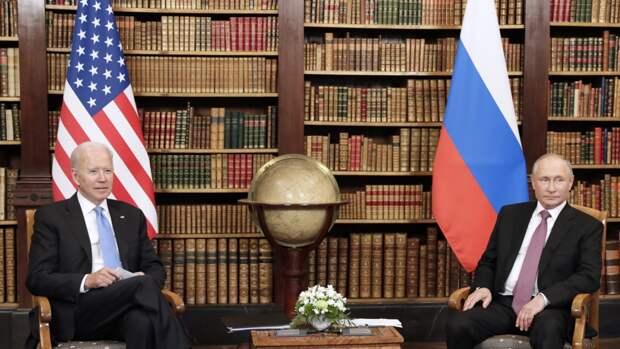 Скабеева иронично оценила шпаргалки Байдена на саммите с Путиным
