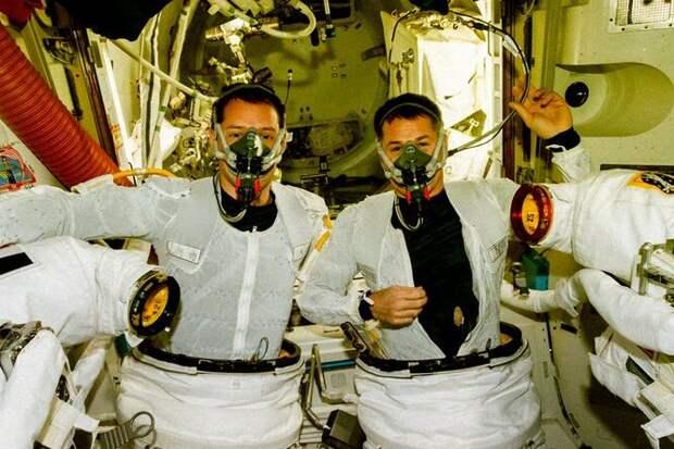 Как ученые пытаются сделать нижнее белье космонавтов более гигиеничным