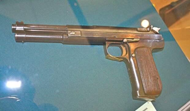 Очень большой пистолет. |Фото: historypistols.ru.