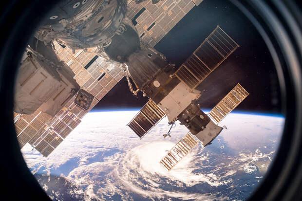 Мишустин сообщил об увеличении окладов космонавтов до 70 процентов