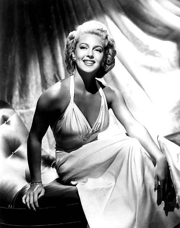 8 февраля 1921 года родилась Лана Тёрнер, одна из самых гламурных и чувственных звезд классического Голливуда.