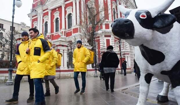 На фоне пандемии зарплаты грузчиков и курьеров в России выросли на треть