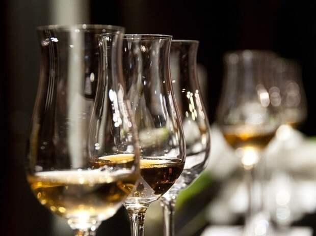 Нарколог рассказал об опасности употребления спиртного натощак
