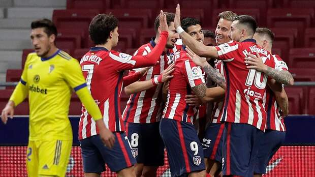 «Атлетико» после ничьей с «Локомотивом» разгромил «Кадис» и возглавил таблицу Ла Лиги