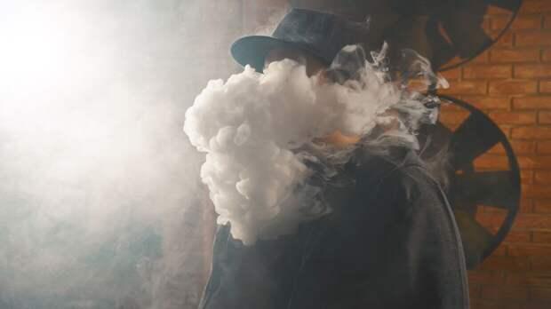 Россиянам объяснили, почему при коронавирусе особо опасно курить