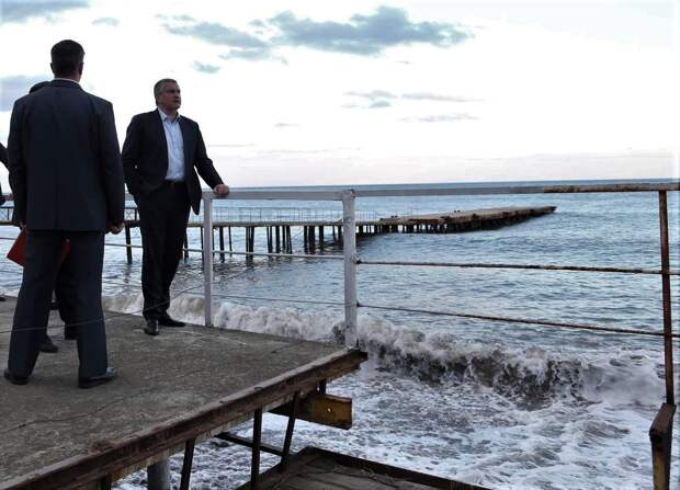 Оставивший Крым без воды Аксенов хочет опреснять Черное море