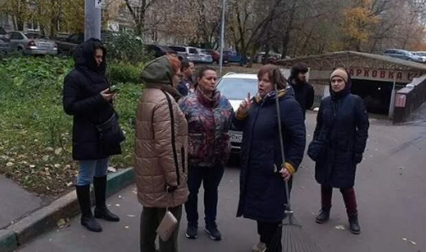 На Петрозаводской установят антипарковочные столбики и высадят цветы в 2022 году