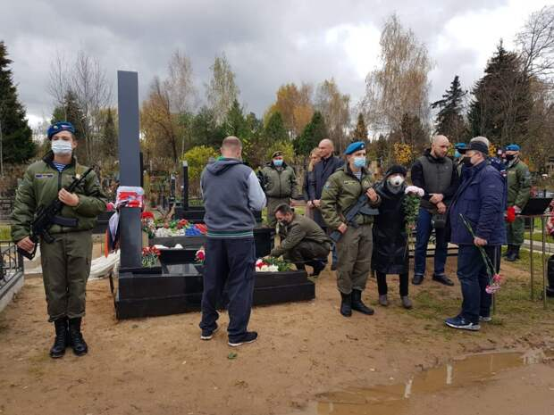 Памятник спецназовцу Никите Белякину установили на Митинском кладбище