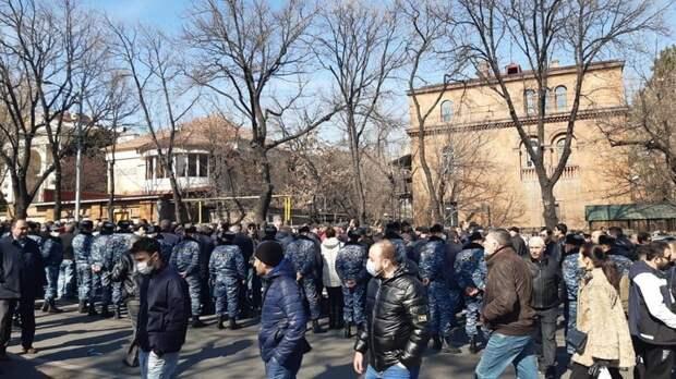 Эпоха бархатного чуда близится к закату: Николу Пашиняну придётся уйти