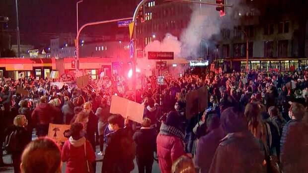 Закон Бумеранга: Незатихающие протесты в Польше могут вылиться в военный переворот