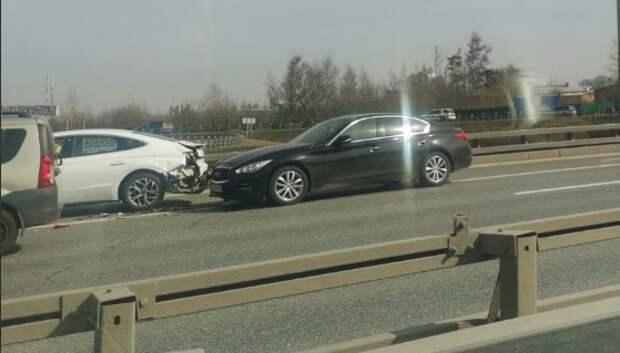 На проспекте Маршала Жукова паровозиком столкнулись три машины