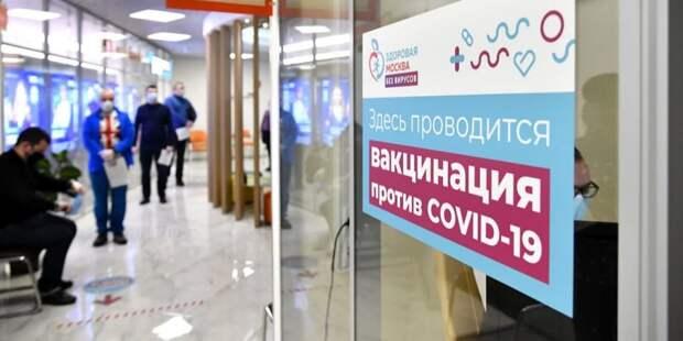 Юрист рассказал о возможности отстранения не желающих прививаться сотрудников. Фото: Ю. Иванко mos.ru