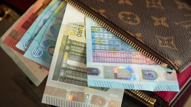 Курс европейской валюты упал ниже 87 рублей