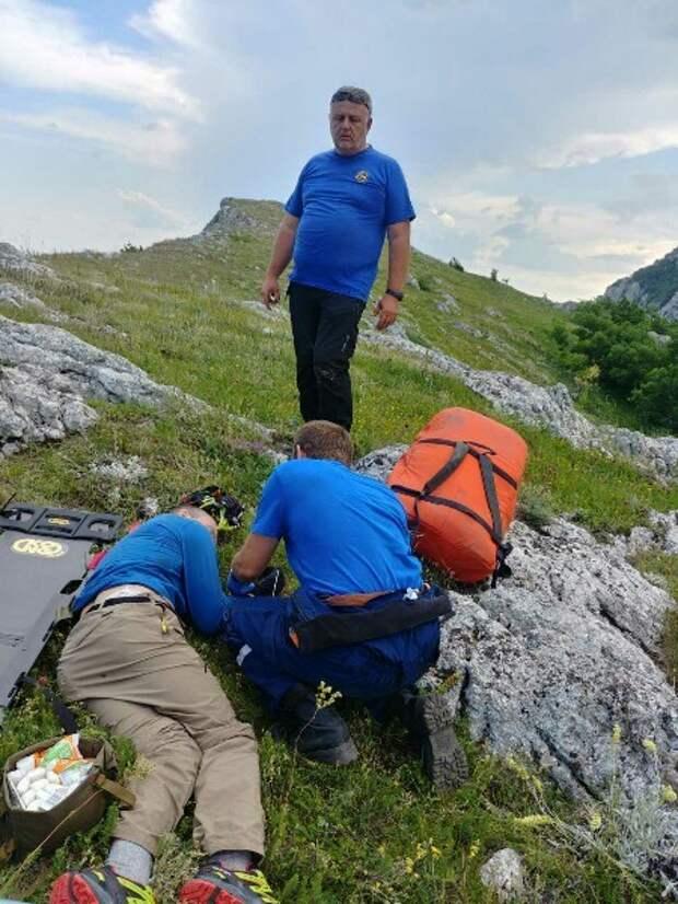В Крыму турист сорвался со скалы и пролетел 8 метров