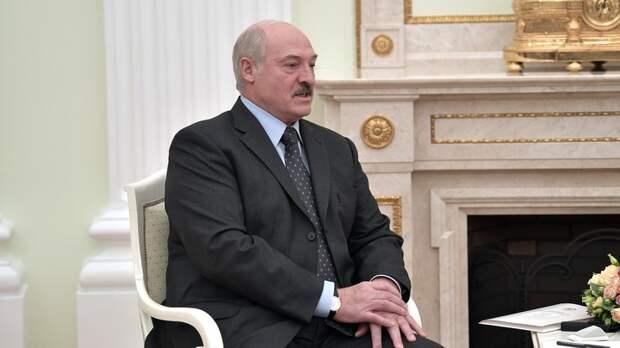 Протестующим на заметку: Лукашенко с помощью Путина доказал - слов на ветер не бросает