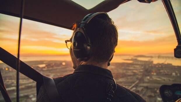 Пилот из США смотрел порно и раздевался перед коллегой во время полета