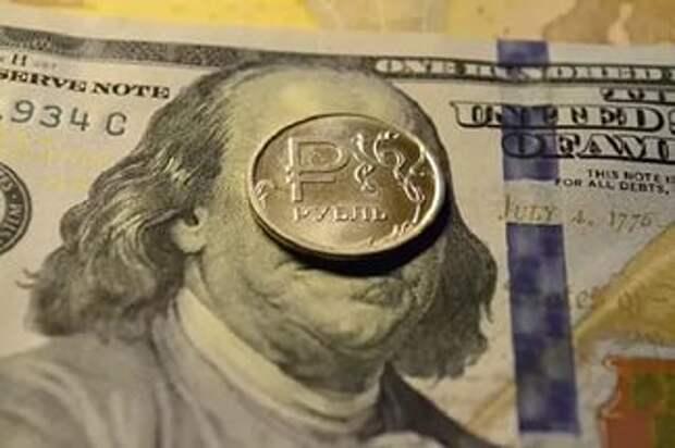 Курс доллара упал ниже 60 рублей