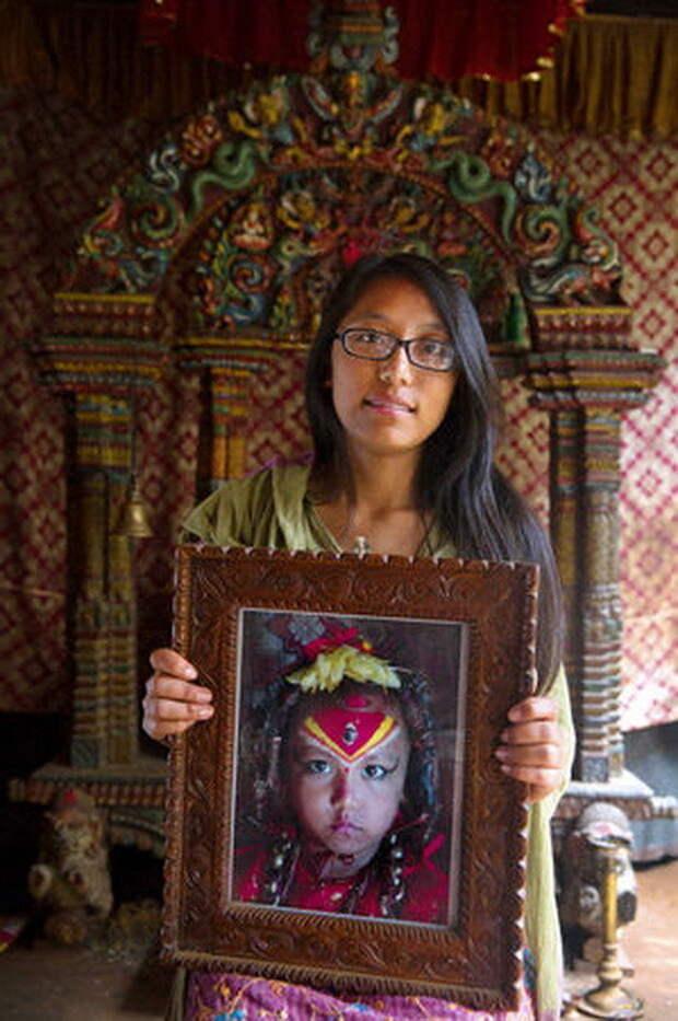 Саджани Шакья, 17 лет. Кумари с 3 до 11 лет, сейчас готовится к поступлению в колледж на программиста богини, девушки, непал