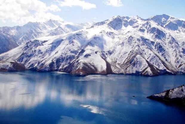 Почему Сарезское озеро держит в страхе население сразу четырех стран