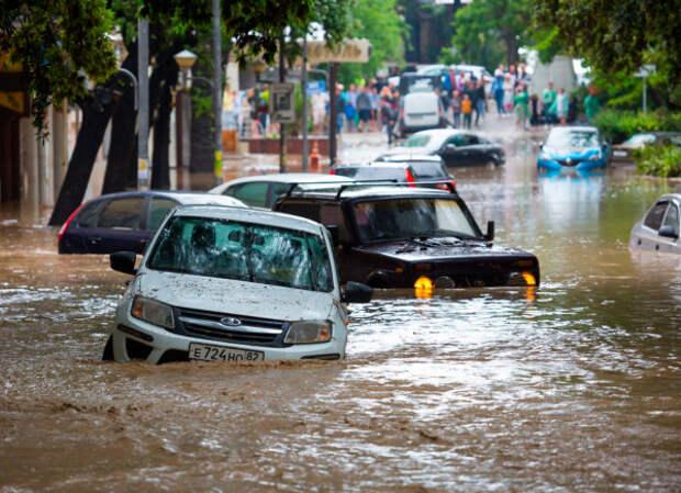 в Крыму плавают машины