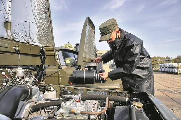 Молодые бойцы из СВАО освоили мощную военную технику