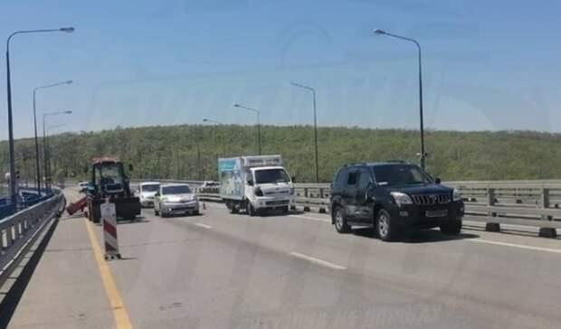«Просто страшный сон»: спящий водитель грузовика наехал на«Прадо» воВладивостоке