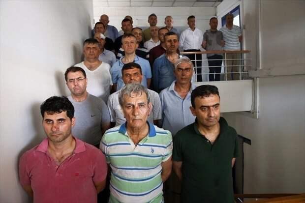 Опубликовано фото избитых генералов — инициаторов переворота в Турции