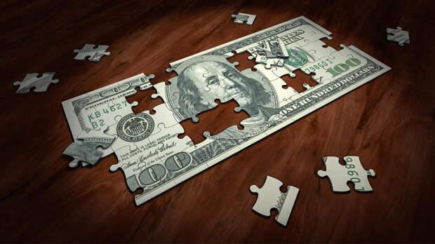 Аналитик объяснил риски покупки долларов