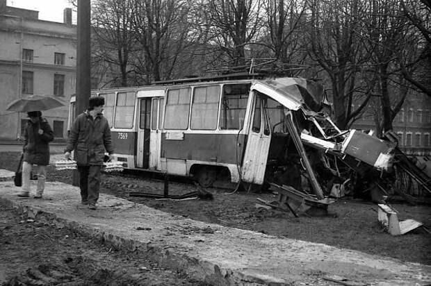Санкт-Петербург 7 апреля 1992 года. Женшина- водитель трамвая заснула за рулём. СССР, аварии 18+, трагедии