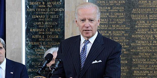 Впервые рейтинг одобрения Джо Байдена упал до 50%