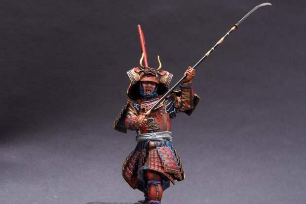 самурай с нагинатой