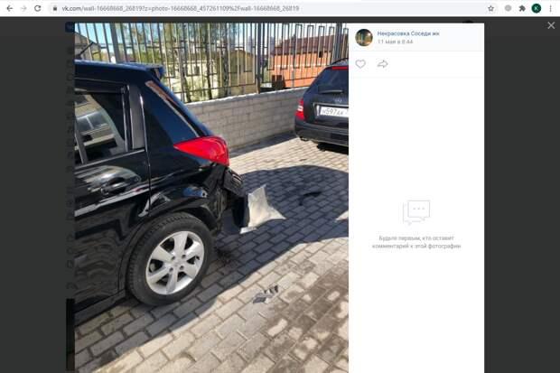 Неизвестный врезался в машину на Покровской и скрылся