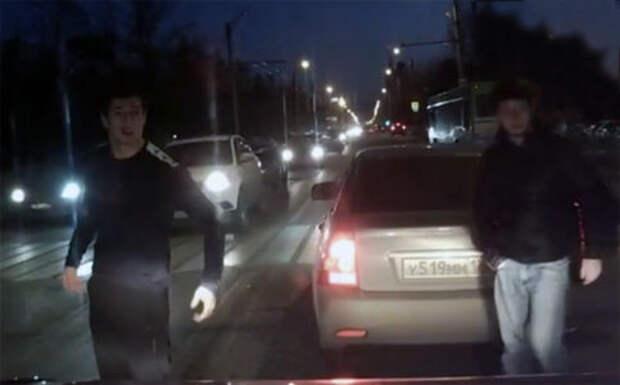 Водитель проучил автохама на Приоре: реакция соцсетей