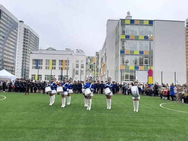 Беглов и Дрозденко провели открытый урок в новой муринской школе