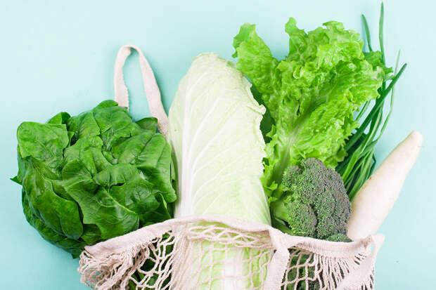 Названы продукты, которые лучше убрать из холодильника