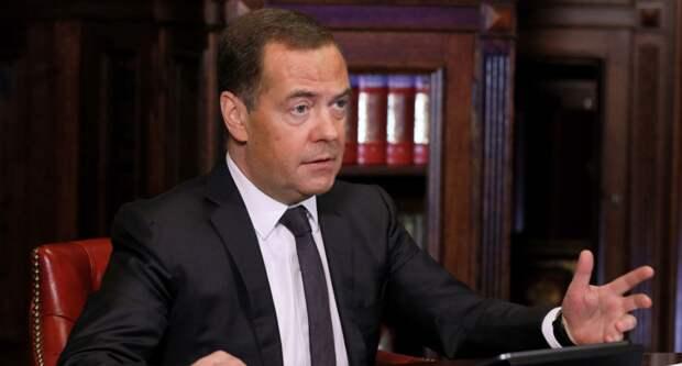 Медведев снова уточнил: обязательные прививки от Сovid-19 спасут от новой волны