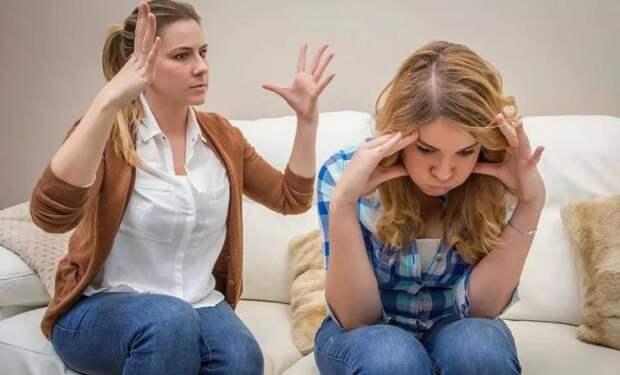 Младшая сестра критикует старшую за вечное безденежье, сидя на шее мужа