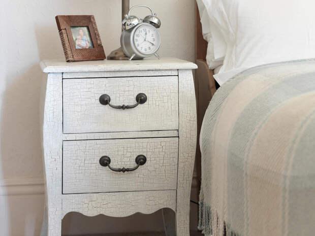Обновляем старую мебель. Очарование трещин