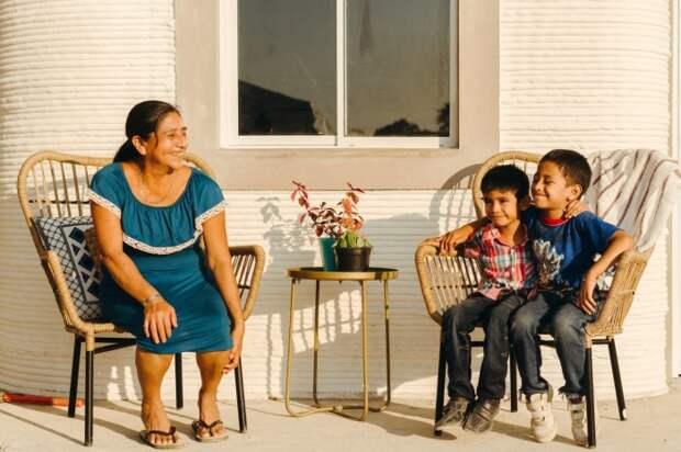 До нового года две семьи уже смогут поселиться в своих новых домах.   Фото: newatlas.com/ © New Story.