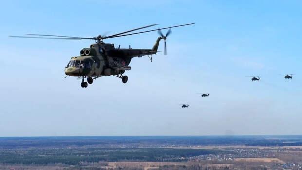 Вертолетчики ЗВО отрепетировали групповой полет перед парадом Победы