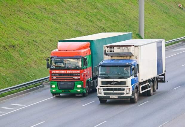 Свершилось: стоянка грузовиков на Базовской запрещена