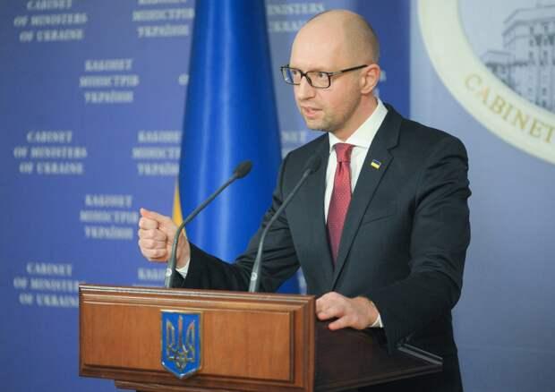 Яценюк распродал имущество на Украине и сбежал в США