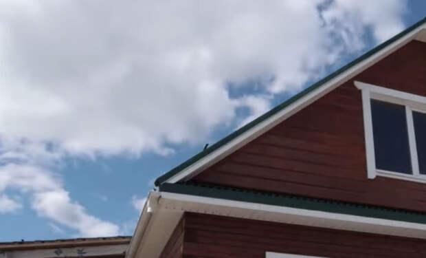 Чемодан прятали за потолком 70 лет: новый хозяин дома затеял ремонт и вскрыл перекрытия
