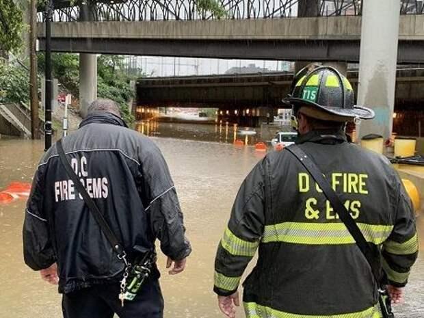 В США мощные ливни затопили Вашингтон (ВИДЕО)