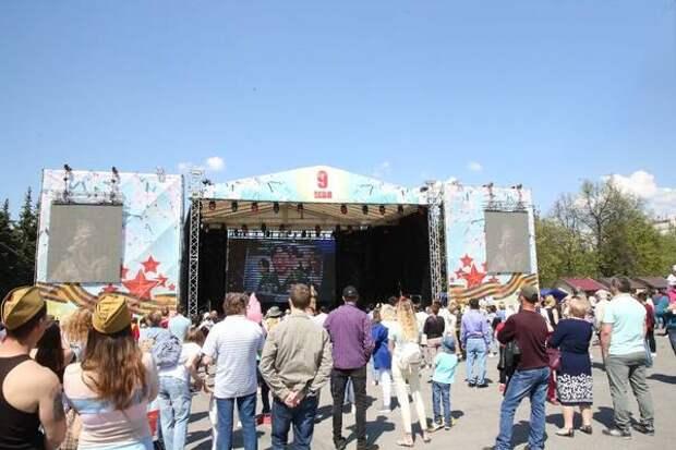 На площади Ленина в Уфе проходит праздничный концерт, посвященный 76-ой годовщине Великой Победы