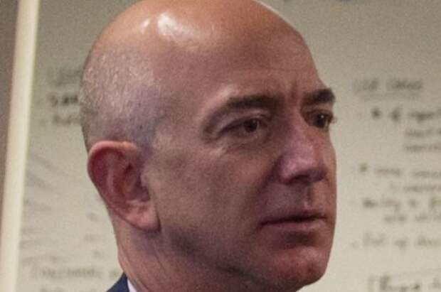 Безос назвал дату ухода с поста главы Amazon