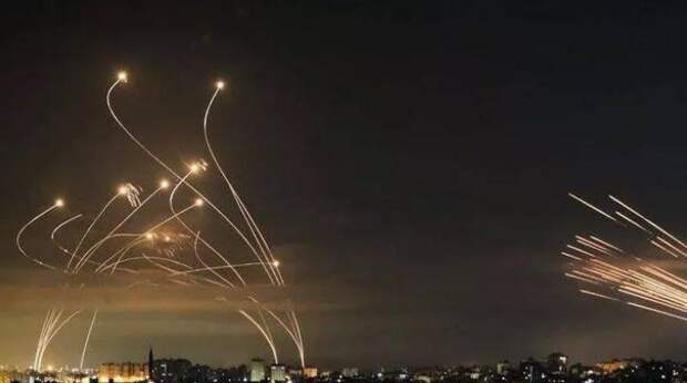 Стрельба в Казани, ракеты в Израиле и Газе, ультиматум WhatsApp. Неделя в фотогалерее